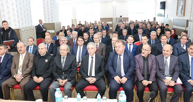 Konya Valisi Toprak, Beyşehir'de muhtarlarla buluştu