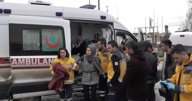 Konya'da hafif ticari araç ile tır çarpıştı: 4 yaralı