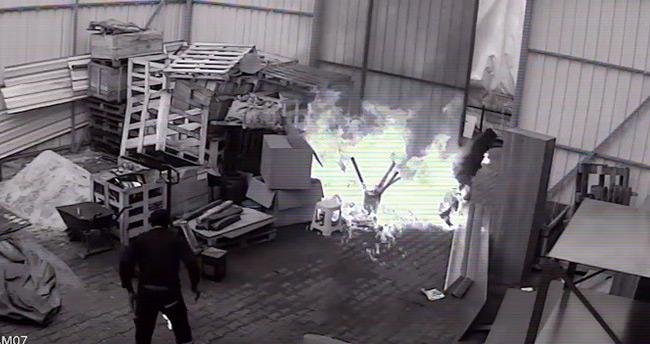 Ateşe döktüğü tiner kendini yaktı