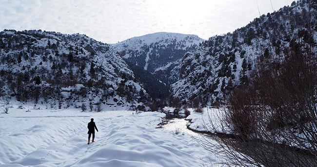 Konya'da eşsiz manzara! Bozkır Aygırdibi Şelalesi kış aylarında doğa severleri bekliyor