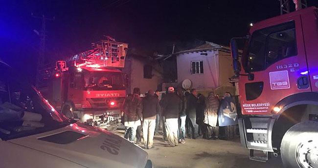 Niğde'de iki katlı evde çıkan yangında 2'si çocuk 4 kişi öldü, 3 kişi yaralandı