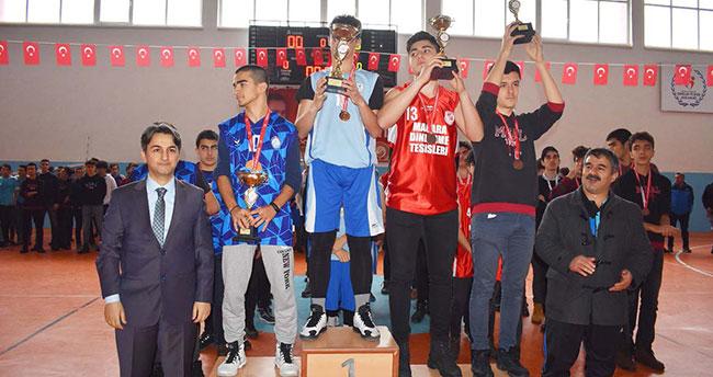 Seydişehir'de okul sporları ödül töreni