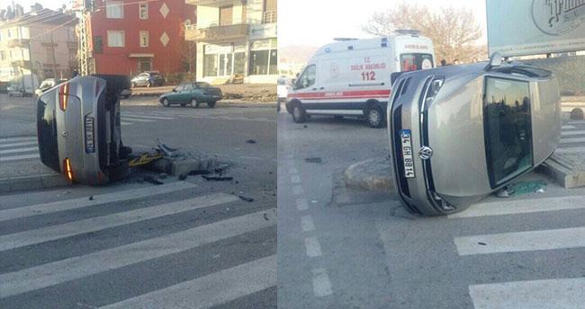 Konya'da otomobil seyir halindeki araca çarpıp devrildi!