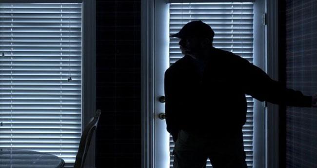 Konya'da hırsızlar girdikleri evden mutfak eşyası çaldı