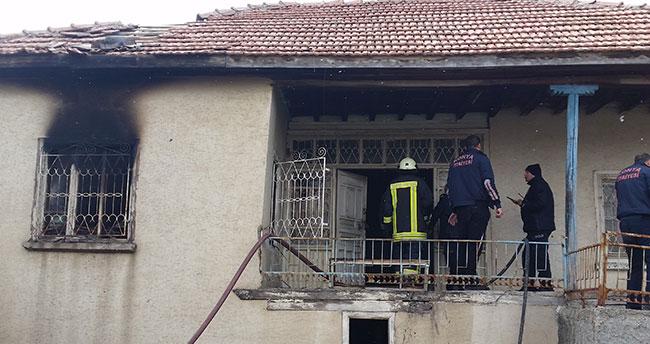 Konya'da müstakil evde yangın! Eşyalar kullanılamaz hale geldi