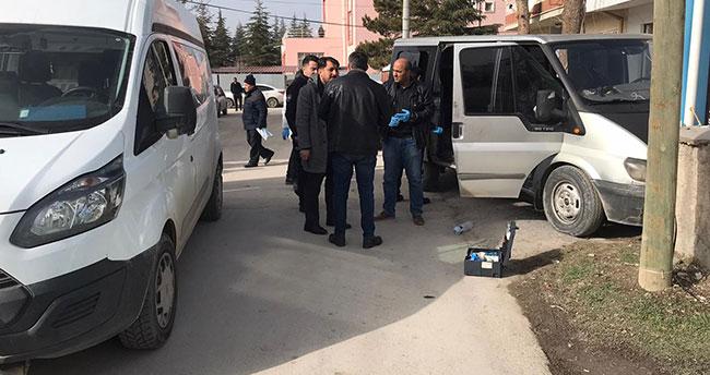 Konya'da kaçak göçmen taşıyan ehliyetsiz sürücü ile polisin kovalamacası! Yakalandı