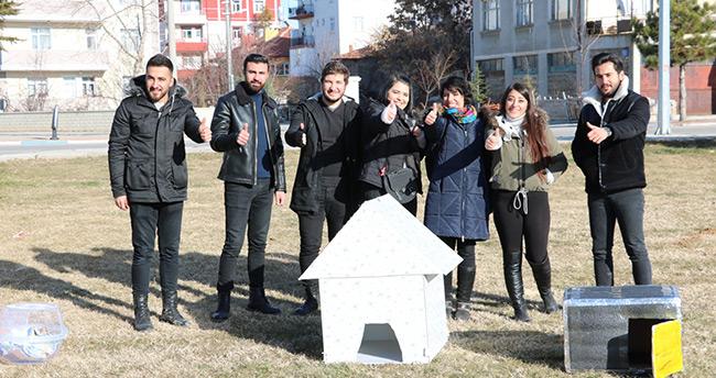 Beyşehir'de üniversite öğrencilerinden sokak hayvanlarına barınak