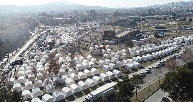 Konya'dan depremzedeler için toplanan yardım malzemeleri gönderildi
