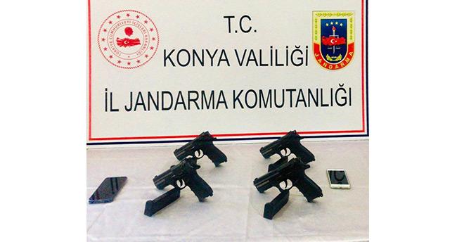 Yolcu koltuğuna gizlenen tabancalar ele geçirildi