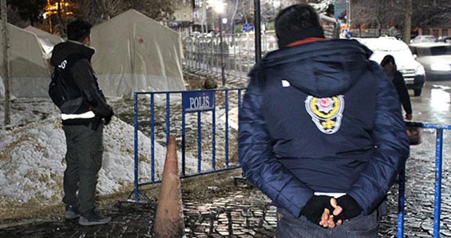 Depremin vurduğu Elazığ'da 2 bin polis 7/24 görevde