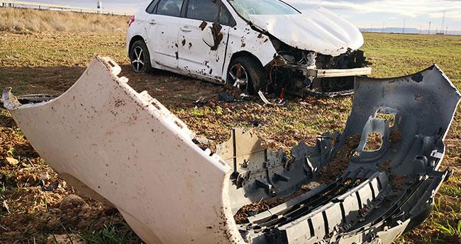 Aksaray-Konya kara yolunda otomobil şarampole takla attı: 2 yaralı