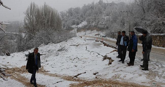 Karaman'da aşırı yağışlar sele neden oldu! Ermenek'te yol çöktü