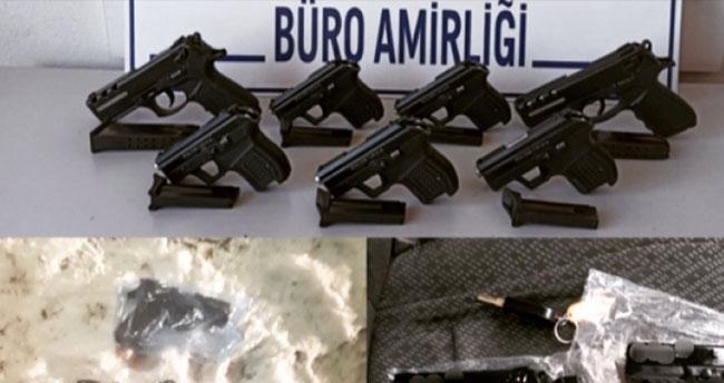 Konya'da dur ihtarına uymayan araçtan atılan 7 ruhsatsız tabanca bulundu