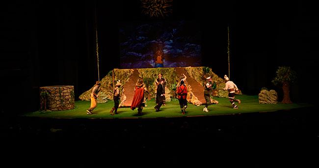 Konya'da Başkanlar çocukların tiyatro heyecanına ortak oldu