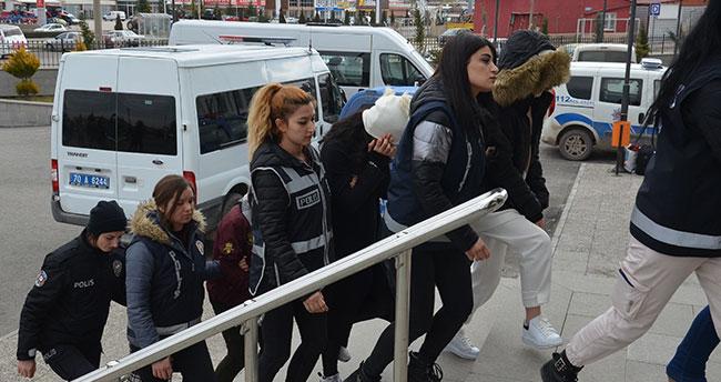 Karaman'da banka kredisi çıkarma vaadiyle dolandırıcılık yaptıkları iddia edilen 2 şüpheli tutuklandı