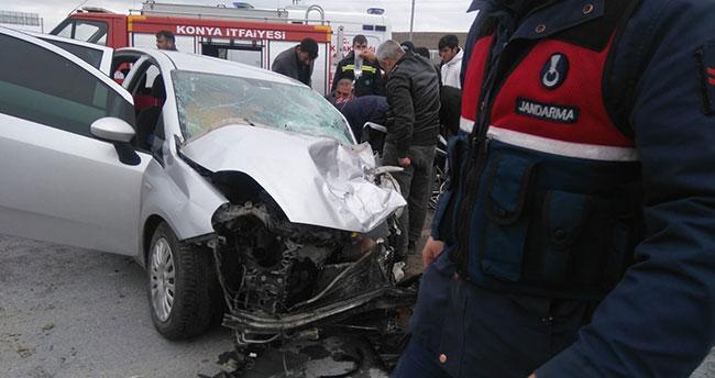 Konya'da otomobille kamyonet çarpıştı: 3 yaralı