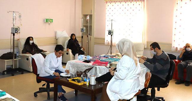 Konya'da kanser hastaları sanatla motive ediliyor