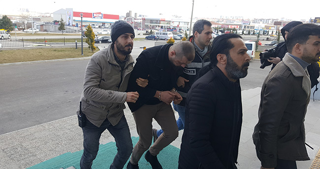 Kendilerini polis olarak tanıtıp gasp yaptıkları ileri sürülen 4 kişi tutuklandı