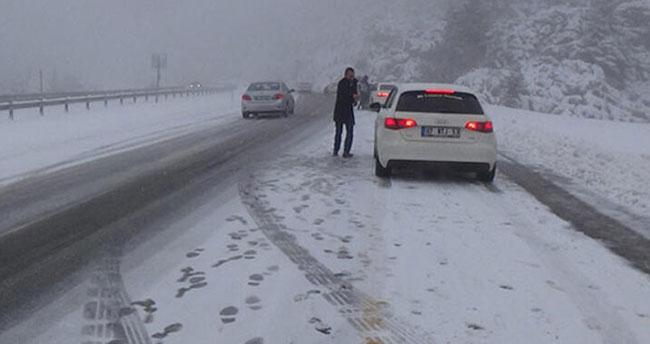Yola çıkacaklar dikkat! Antalya-Konya kara yolunda ulaşıma kar engeli