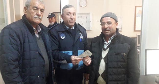Konya'da yolda düşürülen paranın sahibi anons ile bulundu