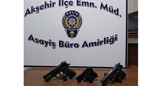 Durdurulan araçta 3 silah ele geçirildi