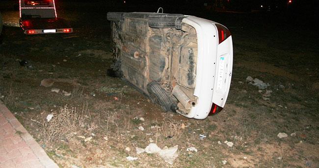 Konya'da çukurdan kaçmak isteyen sürücü otomobili devirdi