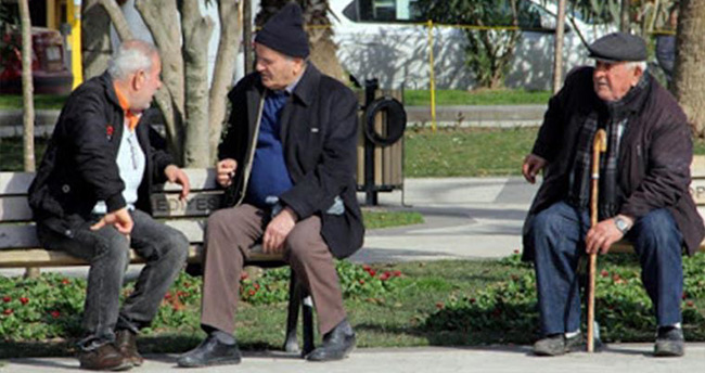Derebucak'ta sokağa çıkma yasağını ihlal eden 65 yaş üstü vatandaşlara ceza