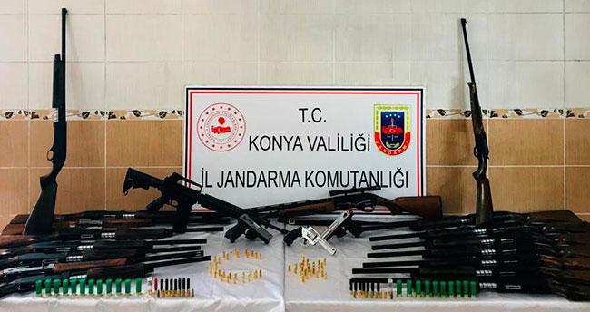 Baskında 18 tüfek ve 3 tabanca bulundu