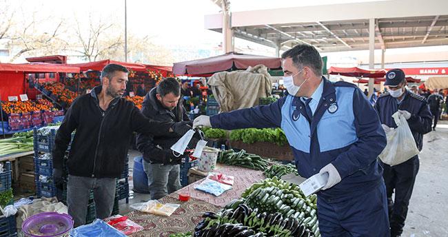 Meram'da Pazar yerlerinde eldiven ve maske dağıtıldı
