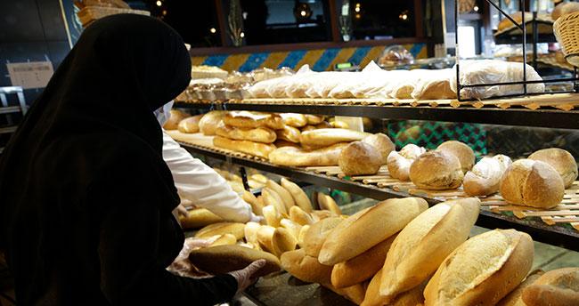 Konya'da fırıncıdan ihtiyaç sahiplerine ücretsiz ekmek