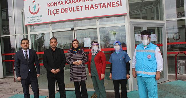 Konya'da öğrenciler sağlık çalışanları için siperlikli maske üretiyor