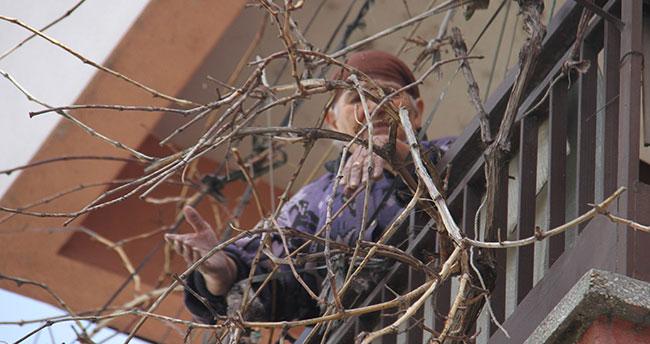 Konya'da balkonda mahsur kalan yaşlı kadını itfaiye kurtardı
