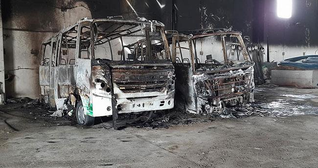 Konya'da belediye garajında yangın çıktı, 2 minibüs yandı