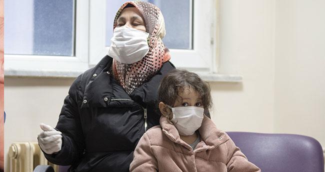 Umreden dönen 5 yaşındaki Sevde ve hemşire annesi koronavirüsü birlikte alt etti