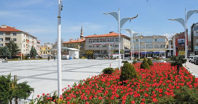 Akşehir lalelerle renklendi