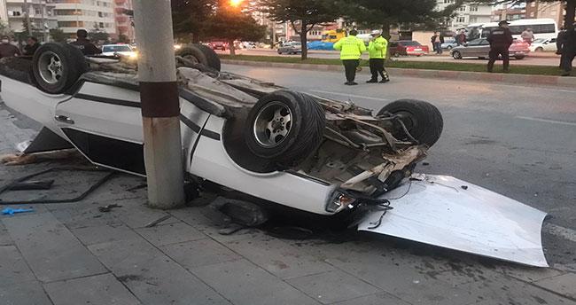Konya'da otomobil park halindeki araca çarptı: 4 yaralı