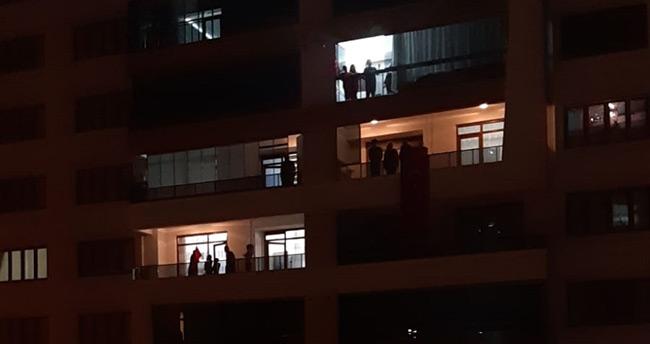 Konya'da vatandaşlar, 23 Nisan'da İstiklal Marşı'nı balkonlarda okudu