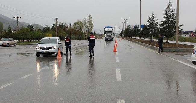 Konya-Antalya kara yolu kamyonlara kaldı