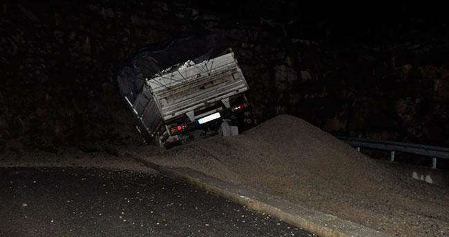 Freni tutmayan kamyonet kaçış rampasına girdi