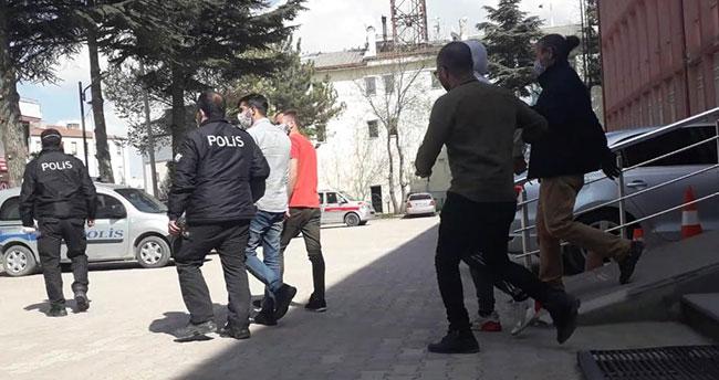 Konya'da akaryakıt istasyonundan gasp yaptıkları iddiasıyla 3 şüpheli tutuklandı