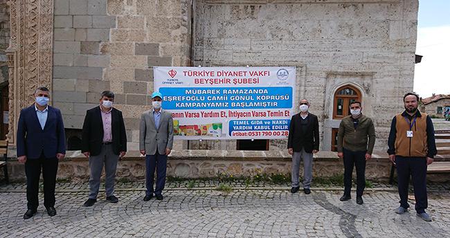"""Konya'da tarihi camideki """"hayır çarşısı"""" ihtiyaç sahiplerine yardım ulaştırıyor"""