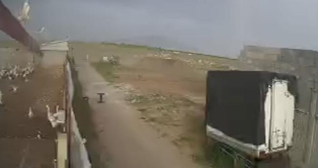 Konya'daki fırtına nedeniyle çiftlik çatısı uçtu