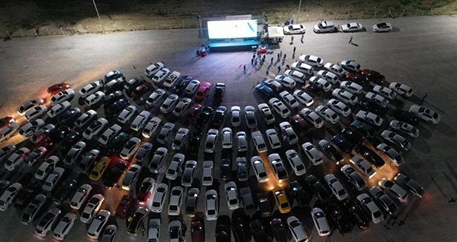 """Konya'da salgını unutturacak etkinlik: """"arabalı sinema"""""""