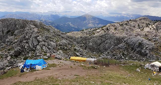 Konya'daki yörüklerin Küpe Dağı'nda zorlu yaşam mücadelesi