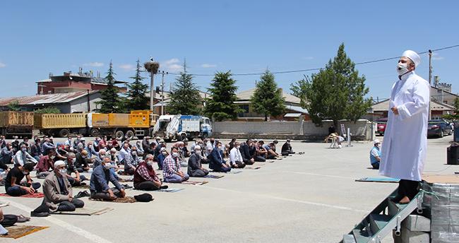 Konya'da salgın sonrası ikinci kez cuma namazı kılındı
