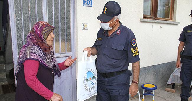 Konya'nın Derebucak ilçesinde 30 bin maske dağıtıldı