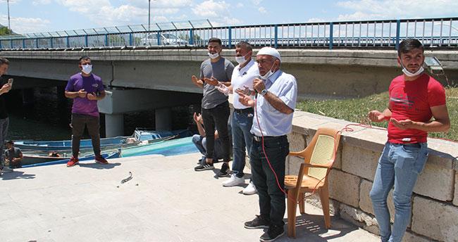 Konya'da yeni sezon böyle açıldı! Beyşehir Gölü'nde balıkçılar kurban kesip dua etti