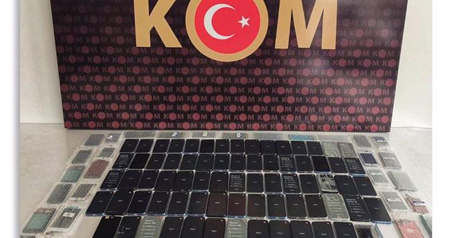 Sosyal medyada yakayı ele verdi! Konya'da gümrük kaçağı telefon ve kaçak içki ele geçirildi