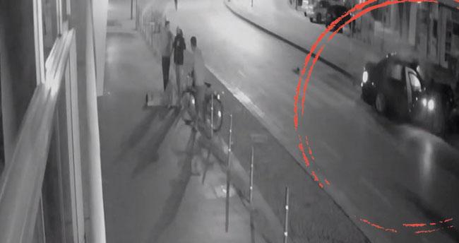 Konya'da kontrolden çıkan otomobil aydınlatma direğine çarptı! O anlar kamerada