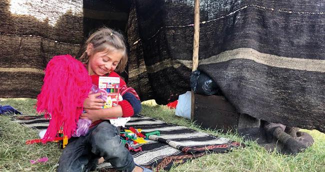 Konya'da hayırseverler yayladaki yörük çocukları oyuncakla sevindirdi